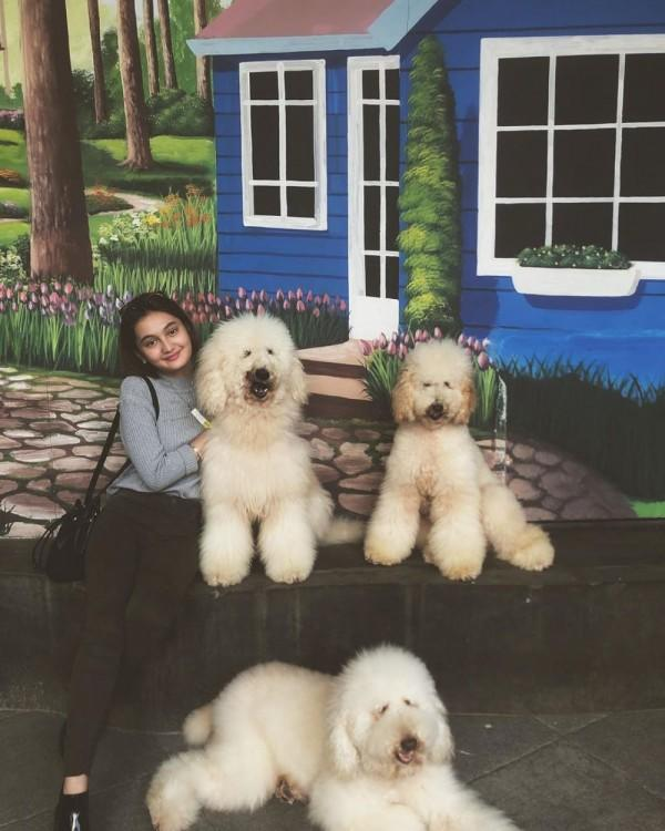 10 Pesona Laura Abbas Jackson yang Ternyata Pacar Adik Irish Bella