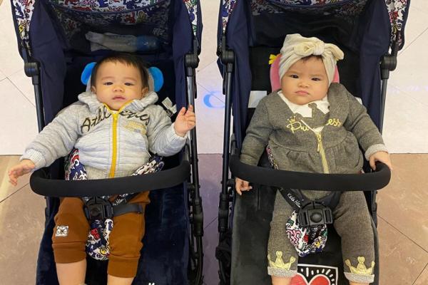 Bayi Stylish, 10 Gaya Si Kembar Shaldy & Shelma yang Fashionable Abis