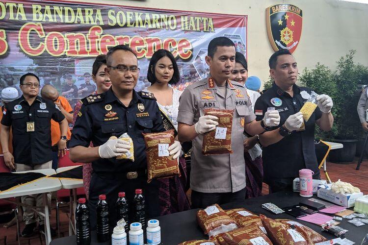 Pria Yaman Bawa 9,16 Kg Daun Khat yg Efeknya Mirip Ganja untuk Pesta di Puncak Bogor