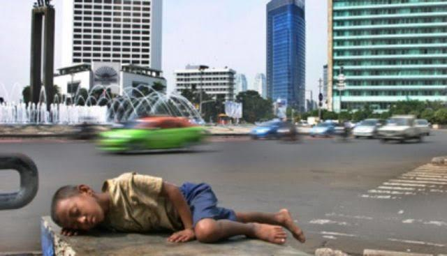 Siang Di Seberang Istana, Anak Jalanan Terpenjara Di Negeri Yang Sangat Kaya