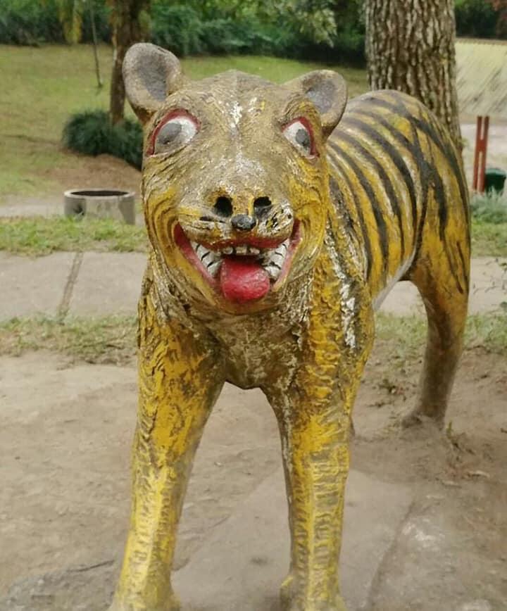 11 Patung Harimau Ini Bikin Ngakak Loh