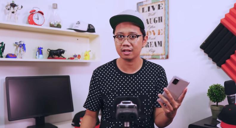 Ngomongin Bang Ripiu : YouTuber Spesialis Gadget yang Medhok