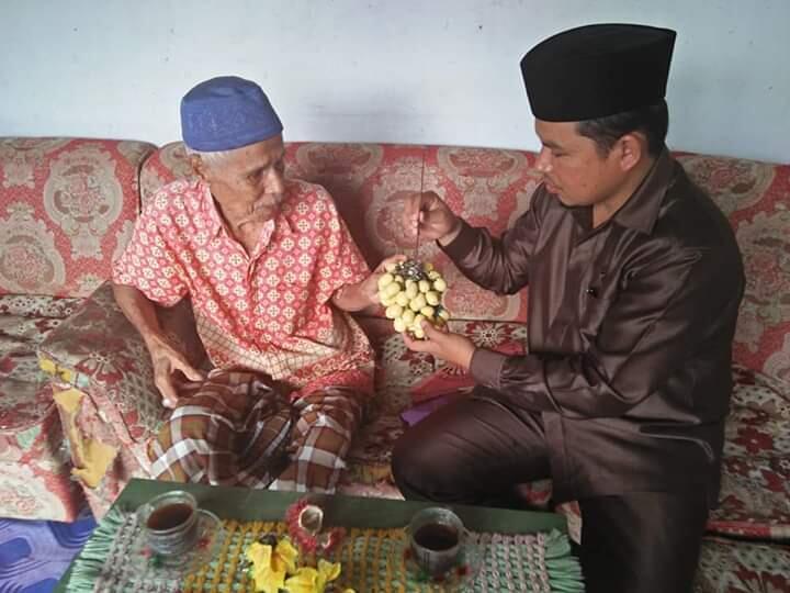 Spektakuler, Kakek 85 Tahun Membuat Kerajinan Tangan Unik