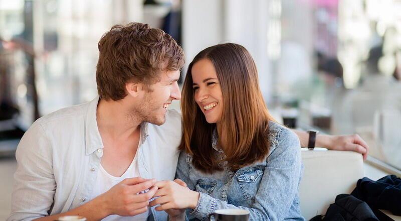 Amati, 7 Tanda Seseorang Tertarik pada Anda