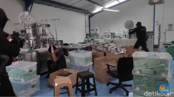 Pabrik di Jakarta Digerebek, Timbun 30 Ribu Masker Rp250 Juta