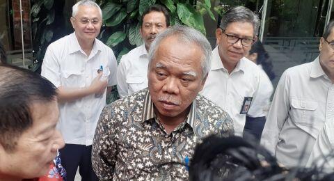 Momen Menteri Basuki Cekikikan Tak Kuat Menahan Tawa Dengar 'Naturalisasi'