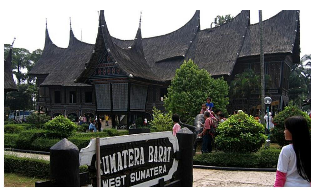 Raden Ayu Siti Hartinah; Dari Istana Mangkunegaran Melangkah Ke Istana Negara