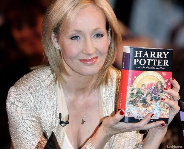 Si Penyihir Wanita JK Rowling
