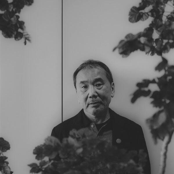 Momen Absurd yang Membuat Haruki Murakami Memutuskan Menjadi Penulis