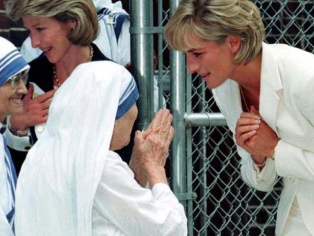 Bunda Teresa,Sang Malaikat Berwujud Perempuan Di Bumi.