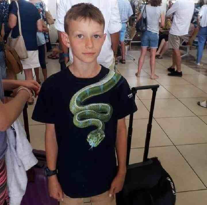 Gegara Kaus Bergambar Ular, Bocah 10 Tahun Ini Dilarang Naik Pesawat