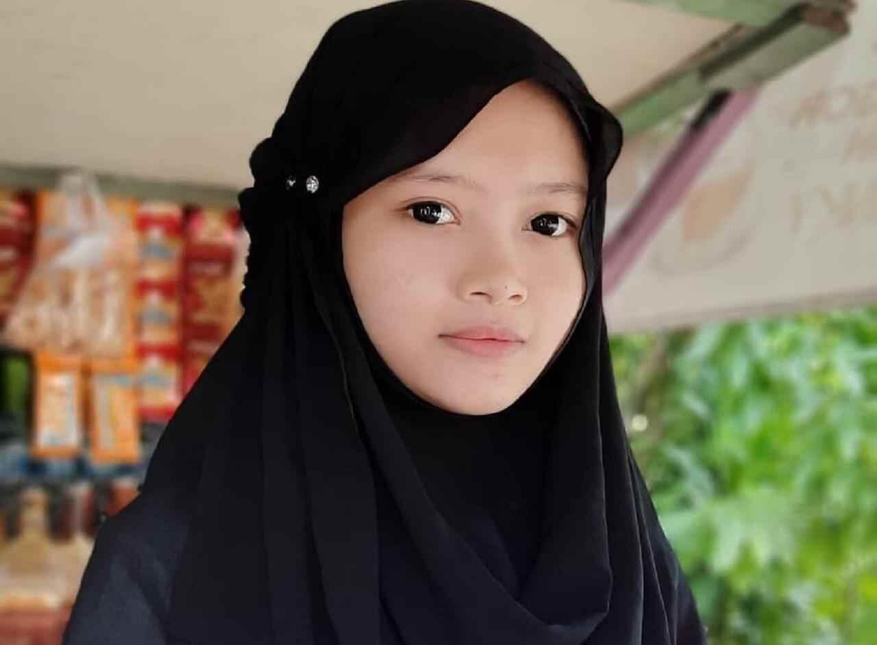 Pandai Melukis dan Bahasa Inggris, Gadis Cantik Ini Harus Putus Sekolah & Jualan Kopi
