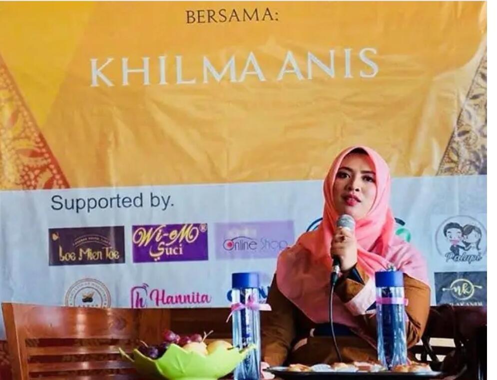 Khilma Anis : Ning Cantik Pendobrak Literasi Pesantren