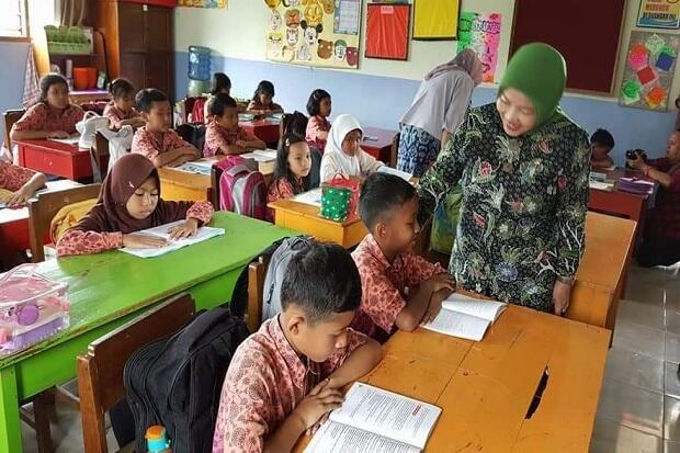 Komisi X Sebut Program Pelatihan Guru Kemendikbud Tak Transparan
