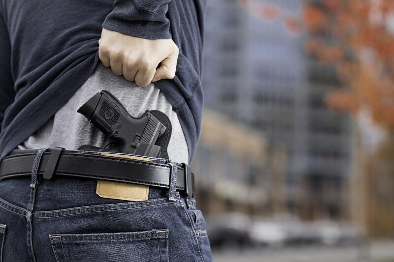 Orangtua Bawa Pistol dan Aniaya Kepsek, Gegara Ponsel Anaknya Dikumpulkan saat Ujian