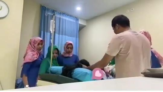 Suami Menangis Histeris Menemani Istrinya Akan Melahirkan, Bikin Haru Netizen!