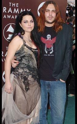KISAH HIDUP : Amy Lynn Lee, si Gothic Rock Superstar Otaknya Evanescence !