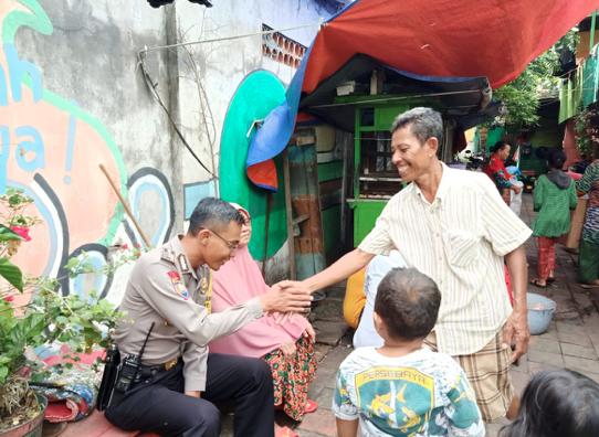 Potret Keakraban Polisi Surabaya di Ujung Utara Kota Pahlawan