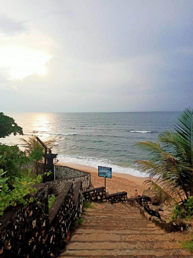 Pantai Balangan si Pantai Berkarang