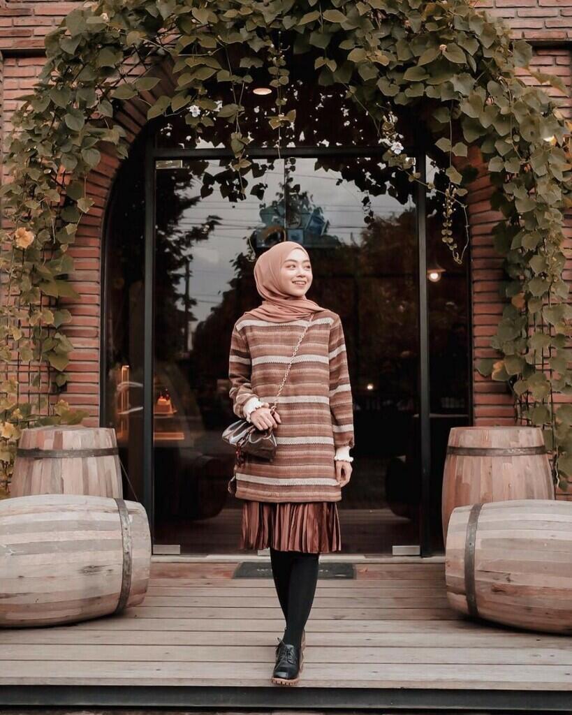 intip update ootd terbaru 2020 dengan stripe T-shirt untuk sista hijabers yuk
