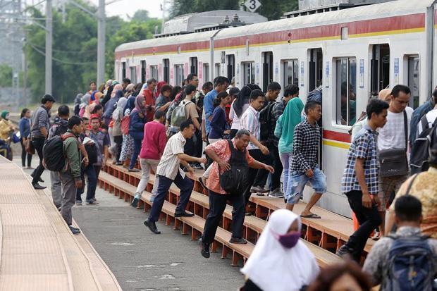 DPR Minta KCI Terapkan Protokol Kesehatan di KRL Commuter Line