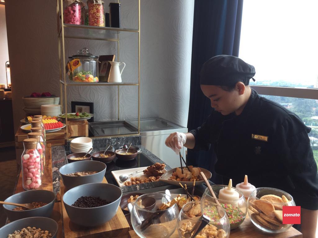 Selebrasi Hidangan Buffet Internasional dalam Balutan Produk Lokal a la PASOLA