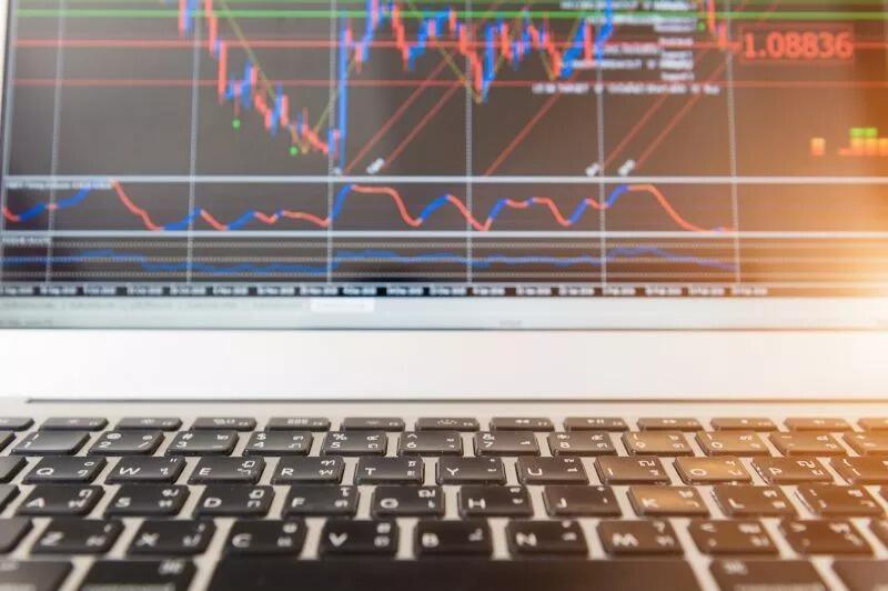 IHSG Anjlok hingga 5%, Saham-Saham Perbankan Berguguran