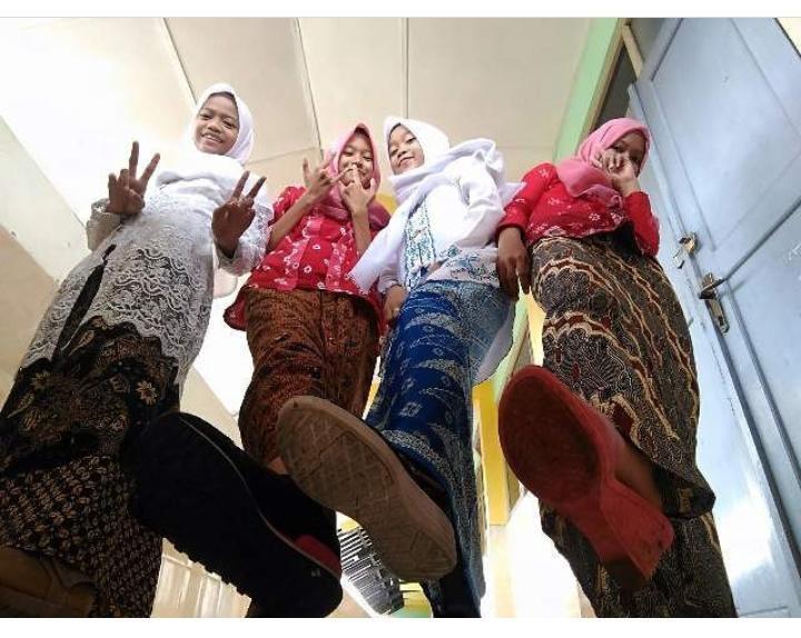 [COC Regional: Kebudayaan] Hanya Di Jogja, Siswa Sekolah Pakai Kebaya Dan Bawa Keris