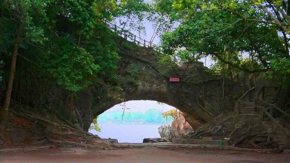 [COC Regional : Lokasi Wisata] Karang Bolong Beach SUper Keren