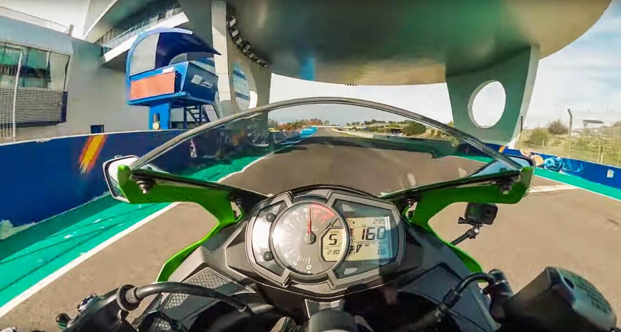 Top Speed Kawasaki ZX25R Lebih Rendah Dari CBR250RR, Gimana Tanggapanmu?