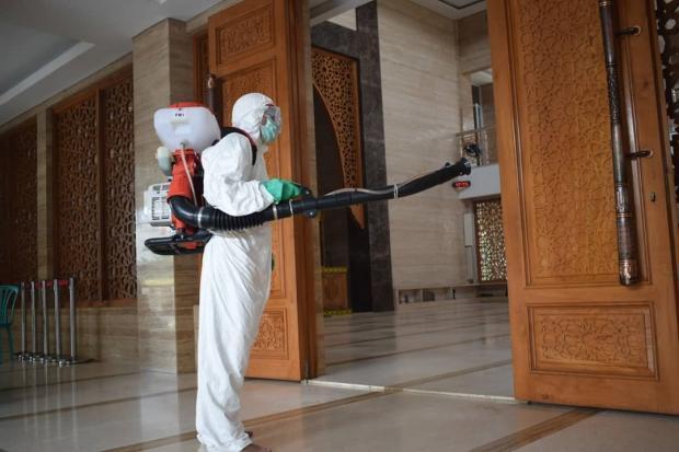Antisipasi Corona, Masjid dan Gereja di Tangerang Disemprot Disinfektan