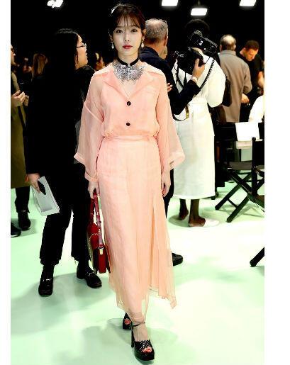 8 Potret Elegan IU Di Milan Fashion Week Saat Menghadiri Show Gucci