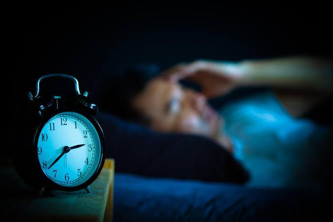 3 Alasan Mengapa Lampu Sebaiknya Dimatikan Ketika Tidur