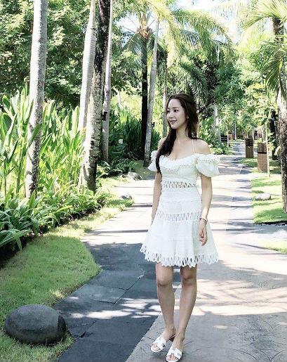 9 OOTD Feminin nan Anggun ala Park Minyoung, Bikin Semua Terlena