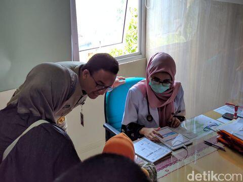 Salut, Anies Baswedan Berikan Insentif Ke Pejuang Medis Yang Obati Pasien Corona