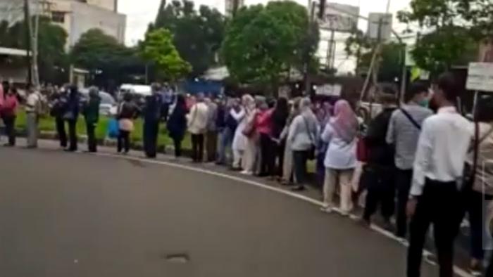 TransJ Minta Warga Sabar Hadapi Pembatasan Jadwal Bus Terkait Corona