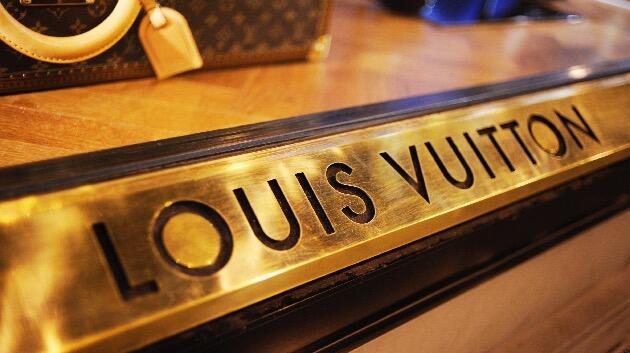 Salut! Louis Vuitton Produksi Hand Sanitizer Gratis untuk Cegah Covid-19