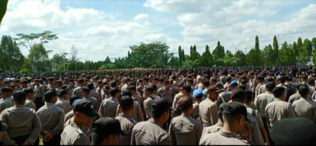Ramainya Demo Bela Peladang Dayak di Pengadilan Negeri Sintang