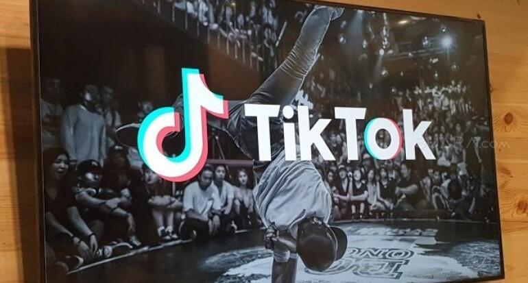 Viral! Video TikTok 'Corona Challenge' Beredar, Pemeran Wanitanya Dihujat