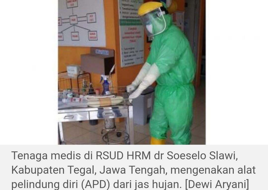 Disorot! Tenaga Medis Indonesia Pakai Jas Hujan saat Rawat Pasien Corona