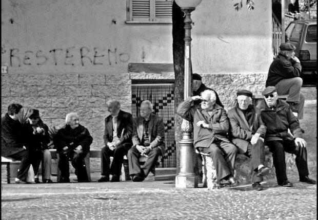 Lansia Italia, Coronavirus, dan Berbaliknya Aturan Survival
