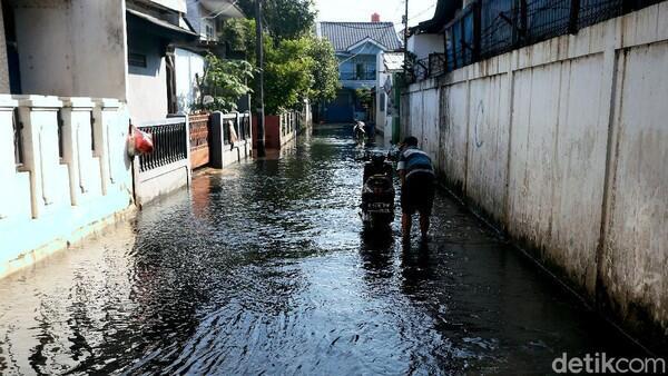 Curah Hujan Tinggi, 7 RW di Jakarta Tergenang Banjir