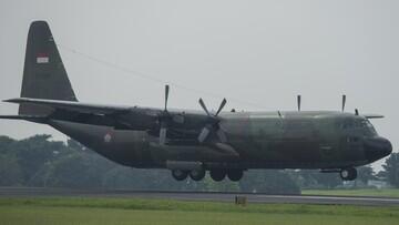 Hercules C-130 Terbang Menuju China Jemput 9 Ton Alkes