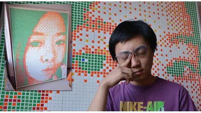 Pemuda Asal China ini Membuat Lukisan dari Rubik untuk Gebetannya! Ini Efek Lockdown?