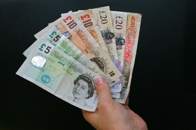Fed Bikin Dolar Melemah, Pound Naik Inggris Mulai Karantina Wilayah