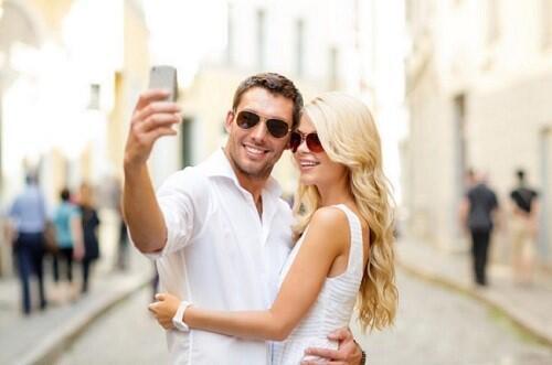 Di Rumah Aja Bikin Keranjingan Media Sosial? Hati-hati! Bisa Merusak Hubunganmu!