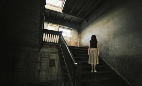 Kisah Mencekam di Sekolah dan Misteri 4 Tangga Menuju Lantai 2!