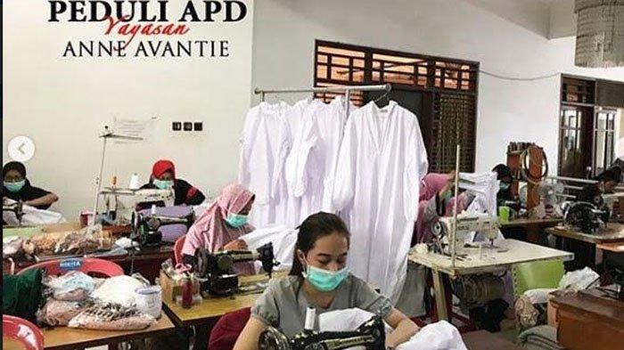 Anne Avantie Jahit Baju Hazmat utk Disumbangkan ke Paramedis yg Merawat Pasien Corona
