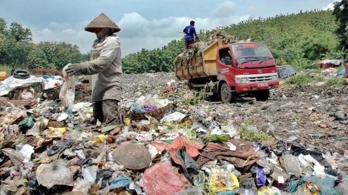Kuntilanak Penghuni Tempat Pembuangan Sampah