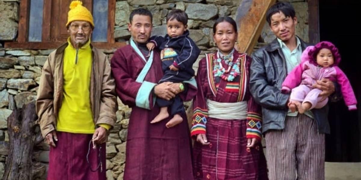 Di Nepal, Wanita Memiliki Banyak Suami. Bagaimana Jika Semua Suami Ingin Bercinta?